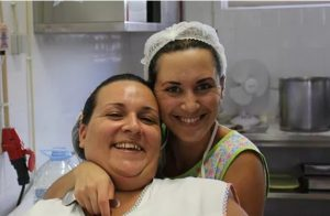 Grupo de cozinheiras nas cantinas sociais da APPACDM