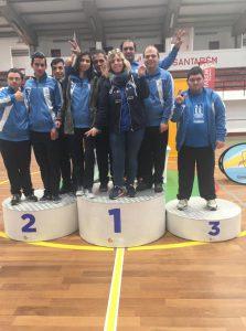 Grupo de jovens da APPACDM a comemora vistoria atlética