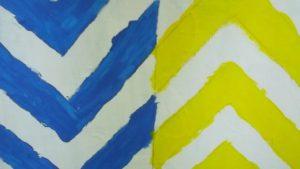 Pintura feita por utente da APPACDM em tons branco, azul e amarelo