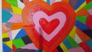 Pintura feita pelos utentes da APPACDM com uma expulsão de cores com um coração no centro da tela