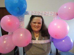 Utente da APPACDM em momento de festa com balões