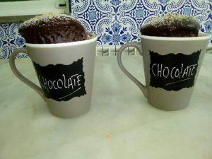 Bolo de Chocolate, na caneca, feito pelos utentes da APPACDM em formação